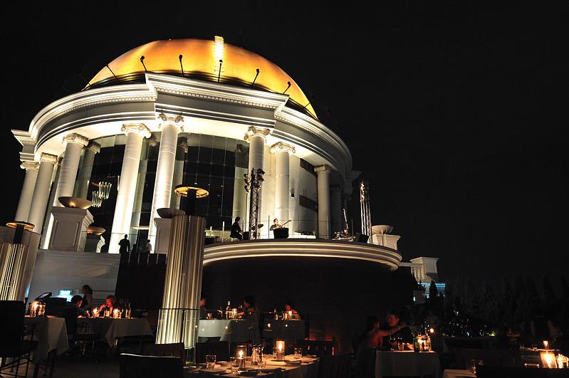 Cena y concierto en el Sirocco (Bangkok)
