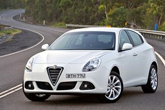 executive car(0.0), family car(0.0), alfa romeo giulietta(0.0), alfa romeo giulietta(0.0), automobile(1.0), alfa romeo(1.0), alfa romeo giulietta(1.0), wheel(1.0), vehicle(1.0), automotive design(1.0), mid-size car(1.0), land vehicle(1.0),