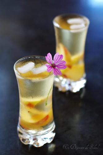 Ice tea with peaches
