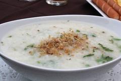 steamed rice(0.0), cream of mushroom soup(0.0), produce(0.0), clam chowder(0.0), corn chowder(1.0), raita(1.0), food(1.0), dish(1.0), congee(1.0), soup(1.0), cuisine(1.0),