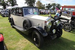 touring car(0.0), automobile(1.0), rolls-royce phantom iii(1.0), rolls-royce silver ghost(1.0), vehicle(1.0), antique car(1.0), classic car(1.0), vintage car(1.0), land vehicle(1.0), luxury vehicle(1.0), motor vehicle(1.0),