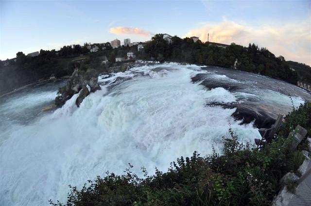 Foto Fisheye de la cascada rheinfall - 6153835552 06e6f710f5 z - Rheinfall, la gran catarata europea