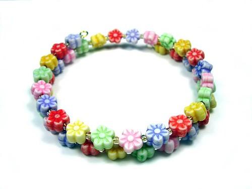 Acrlic Daisy Memory Wire Bracelet