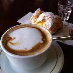salep(0.0), affogato(0.0), espresso(1.0), cappuccino(1.0), flat white(1.0), mocaccino(1.0), caf㩠au lait(1.0), food(1.0), coffee(1.0), dish(1.0), caff㨠macchiato(1.0), drink(1.0), latte(1.0),