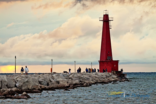 sunset summer lighthouse harbor michigan lakemichigan greatlakes lakeshore muskegon muskegonsouthbreakwaterlight
