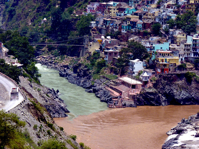Confluence of alakananda and bhagirathi river at Devprayag ...