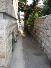 One of Nachlaot's many alleyways by Yoav Lerman, on Flickr