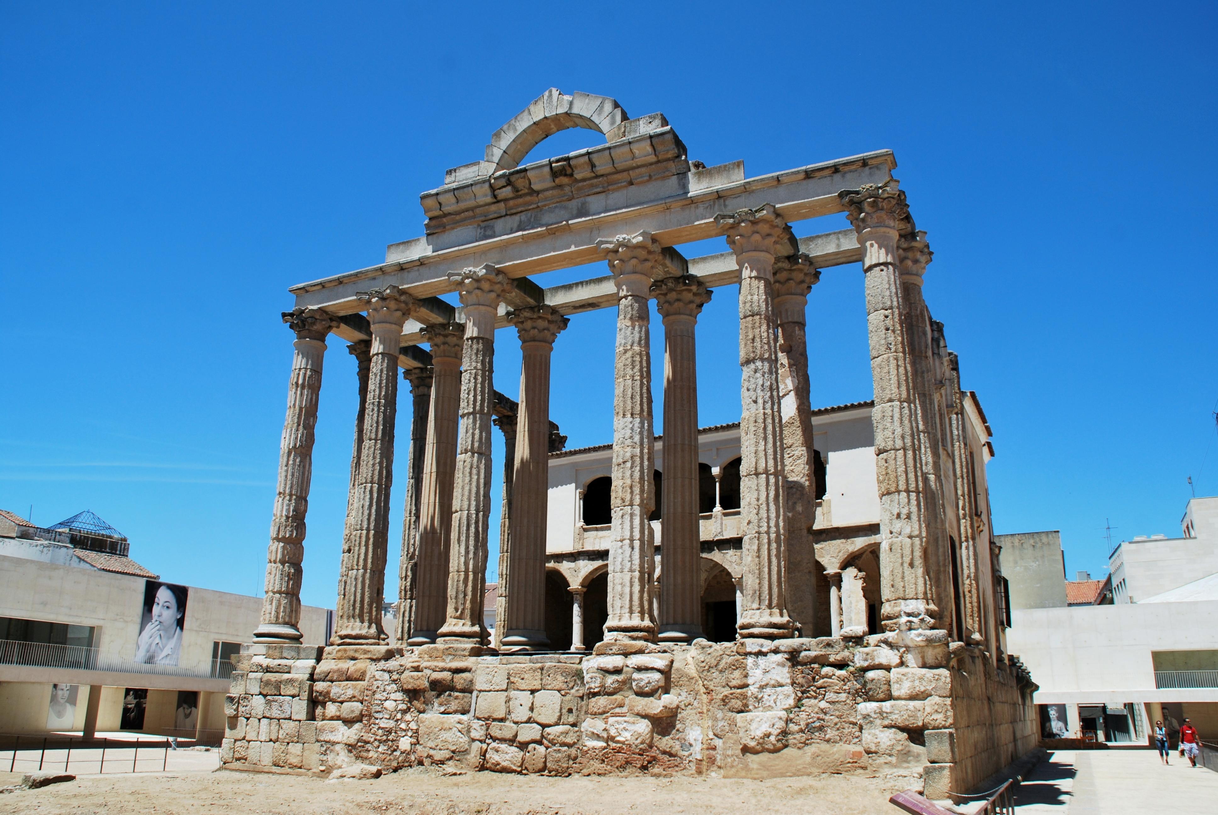 Restauró el Templo de Diana. Foto Javier 1949 Flick