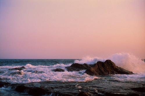 ocean sunset sea film beach japan 50mm rocks wave 日本 fujifilm nippon enoshima 海 nihon velvia50 rokkor 江の島 minoltasrt102