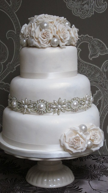 Pearl Cakes http://www.flickr.com/photos/thesweetestthingcakes/6151461110/