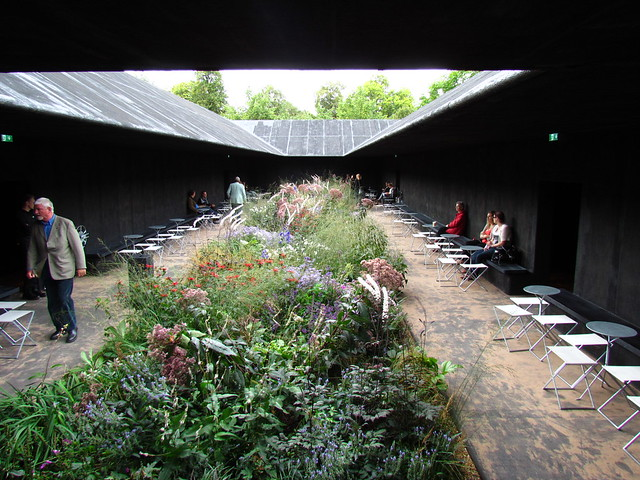 My back 40 feet hortus conclusus peter zumthor and for Piet oudolf serpentine gallery