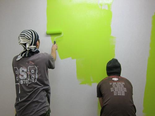 オフィスの壁はライムグリーン