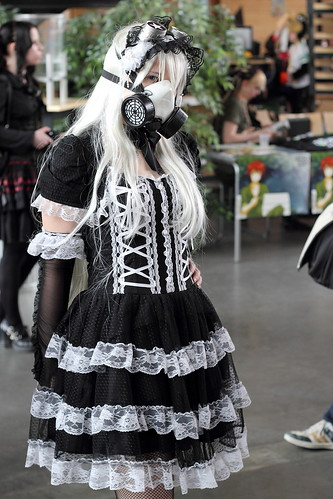 girl canon costume cosplay lace gothic convention gasmask maid ef50mmf18ii whitehair 550d desuon