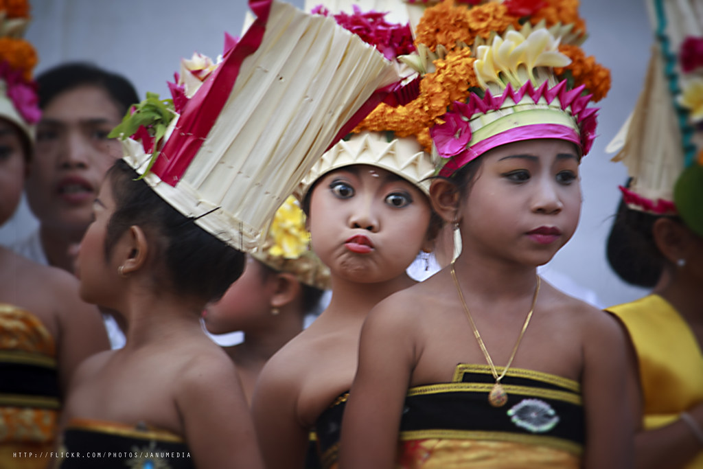 photo candid of funny face expression of Rejang Dewa dancer