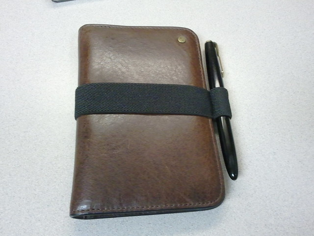 Everyday Innovations Booksling Mini Pen Holder.