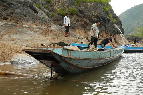 river boat laos namou