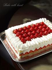 pavlova, cake, strawberry pie, strawberry, baked goods, whipped cream, frutti di bosco, produce, fruit, food, icing, dish, cheesecake, torte, cream, raspberry,
