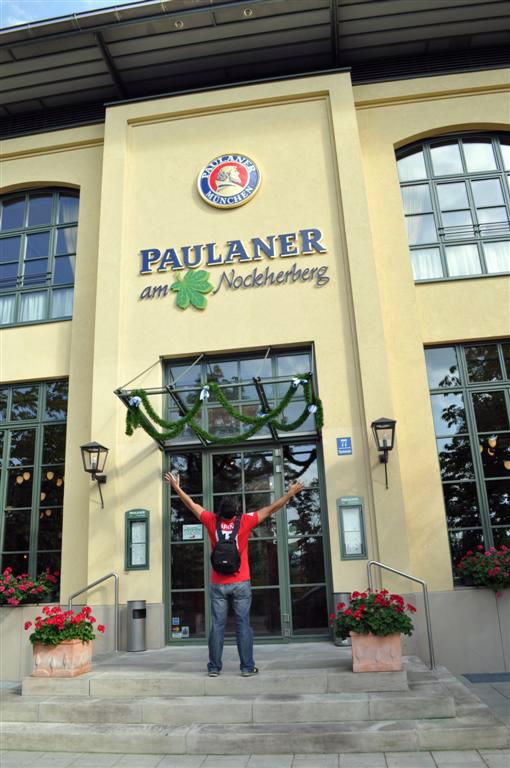 Entrada al edificio principal Paulaner y el arte de la cerveza de Munich - 6176076728 05b3575d8c o - Paulaner y el arte de la cerveza de Munich