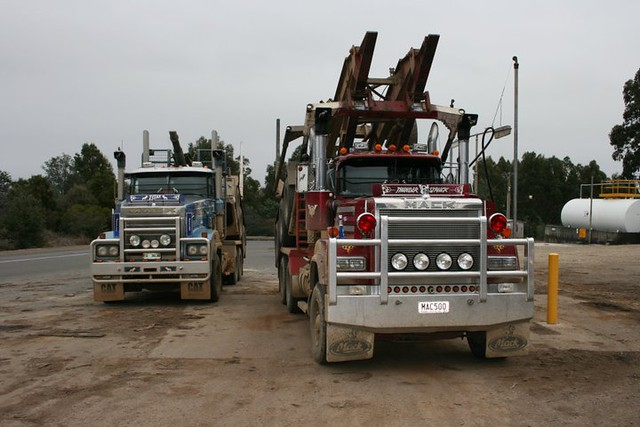 V8 Mack Superliner http://www.flickr.com/photos/sydney_heavy_towing_grstowing/6216298879/