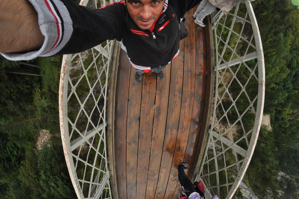 Yo, encima del Puente de María (Marienbruecke), en una autofoto [object object] - 6178444712 6f0fd11516 o - Schwangau, La villa de los Castillos Reales de ensueño