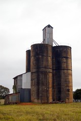 barn(0.0), mill(0.0), tower(0.0), building(1.0), silo(1.0), industry(1.0), rural area(1.0),