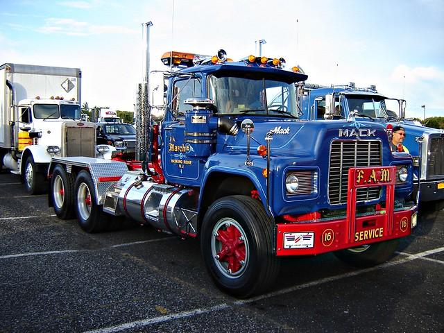 R Model Mack Show Truck : R model mack heavy hauler u s diesel national truck