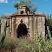 Ruinas de una iglesia antigua - Ruins of an old church; camino entre San José Ayuquila y Xenostle, Oaxaca, Mexico por Lon&Queta