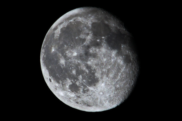 Moon close up photographing the moon with a 300mm lens - Moon close up ...