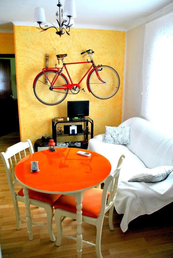 Salón con bicicleta 1