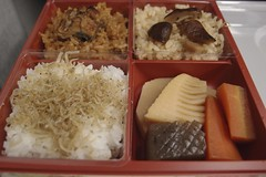 meal(1.0), lunch(1.0), ekiben(1.0), makunouchi(1.0), food(1.0), dish(1.0), cuisine(1.0), bento(1.0),