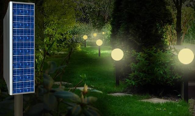 Como iluminar el jardin con energia solar diario ecologia for Iluminacion arboles jardin