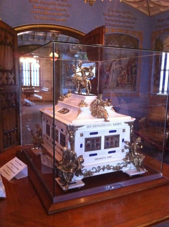 Una de las joyas del interior del Castillo schwangau, la villa de los castillos reales de ensueño - 6177903387 b98e62c962 o - Schwangau, La villa de los Castillos Reales de ensueño