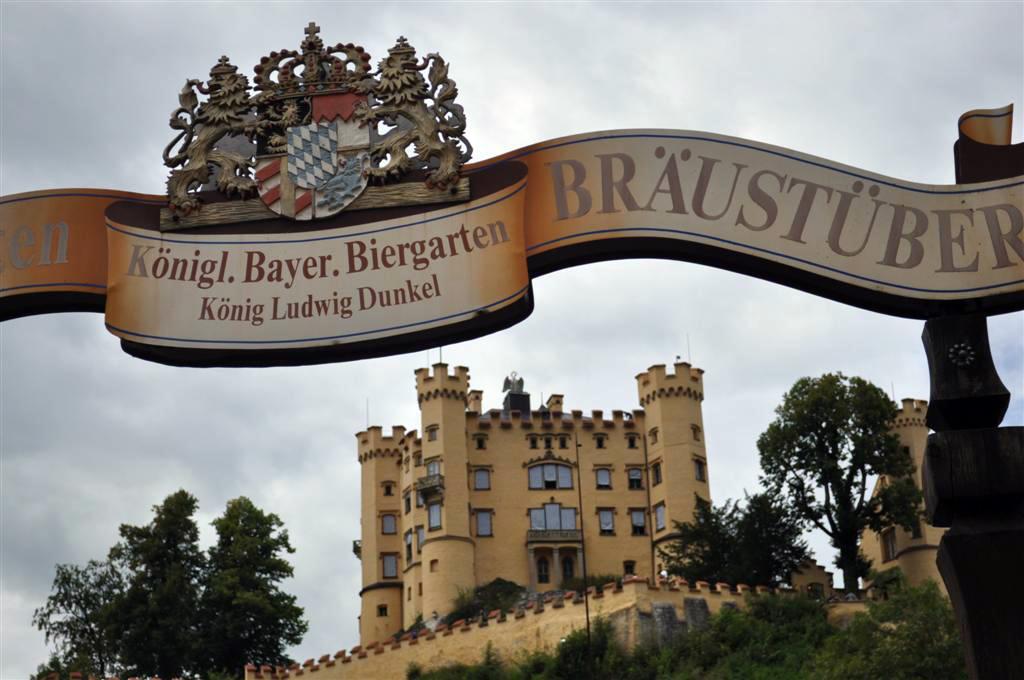 Inicio de la sabida al Castillo de Hohenschwangau [object object] - 6178446940 0c92fdf427 o - Schwangau, La villa de los Castillos Reales de ensueño