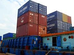 Dermaga PT Citra Lautan Teduh - Tongkang sedang merapat di Pelabuhan