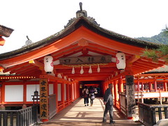 historic site(0.0), hindu temple(0.0), palace(0.0), wat(0.0), temple(1.0), building(1.0), shinto shrine(1.0), chinese architecture(1.0), place of worship(1.0), shrine(1.0), pagoda(1.0), torii(1.0),