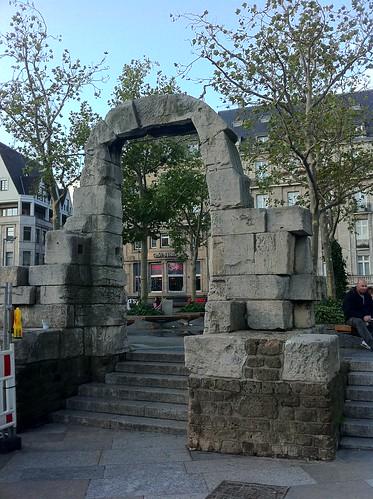 QUÉ HACER EN COLONIA: Una de las puertas que quedan en pié de la antigua estructura de la Catedral, antes de la guerra mundial. qué hacer en colonia - 6248628051 e7829d59db - Qué hacer en Colonia, Alemania