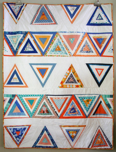 do.Good Stitches :: Log Triangles Quilt {finished}