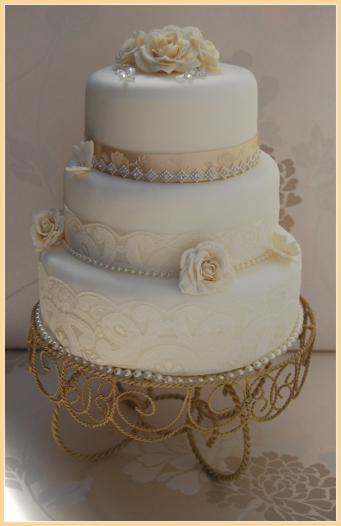 can i prune a wedding cake tree white and champagne vintage wedding cake lace diamante 12359