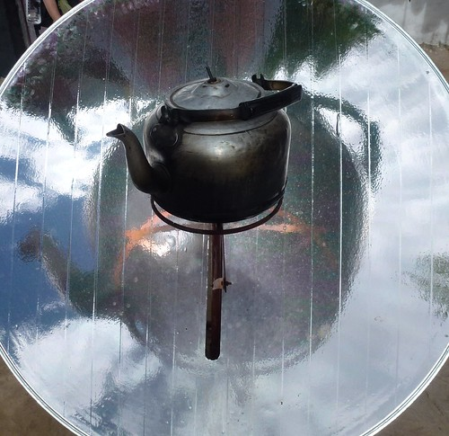 Solar oven and boiling kettle by Brombags1