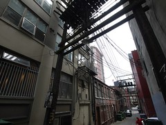 木, 2011-08-11 16:54 - 路地の電線