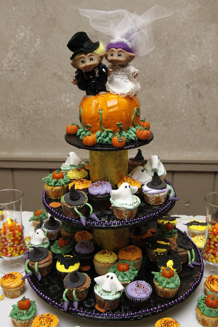 Hallowedding Troll Cupcake Cake