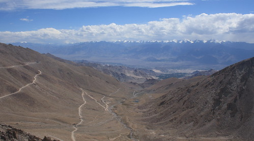 The road leading towards Khardung la