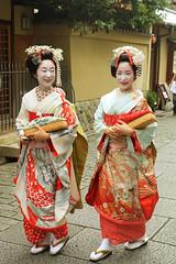 folk dance(0.0), geisha(1.0), clothing(1.0), tradition(1.0), woman(1.0), female(1.0), costume(1.0), person(1.0),
