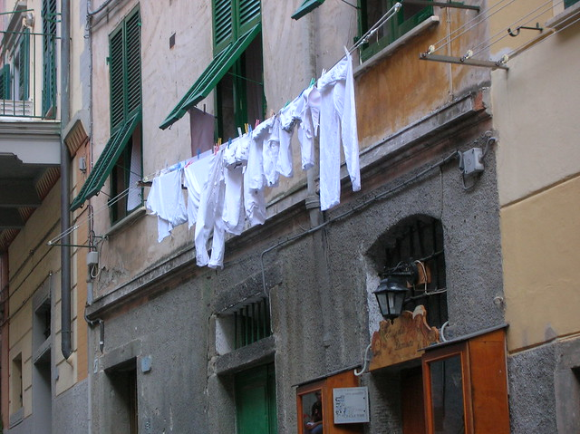 clothes-hanging-italy
