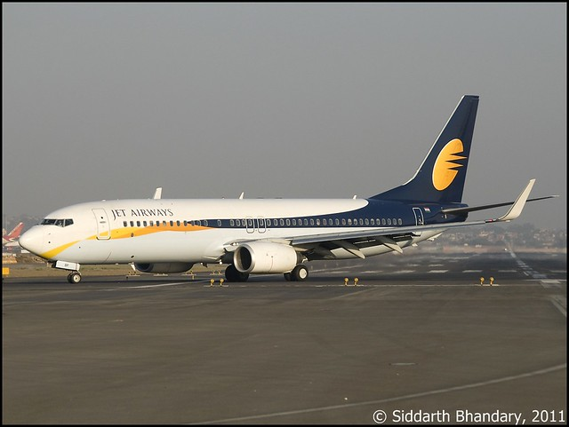 Jet Airways Boeing 737-800 (VT-JBP) exits RWY 27