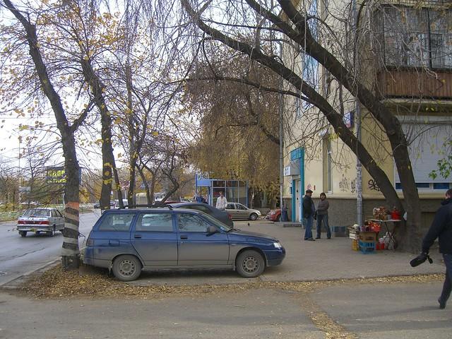 Тротуар по южной стороне Большакова