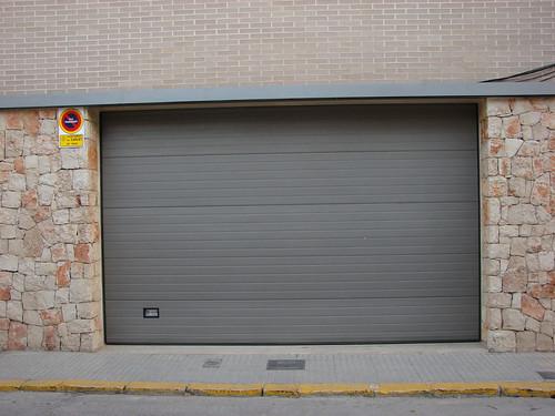 Puerta seccional L12