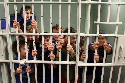 cub scouts go to the police station