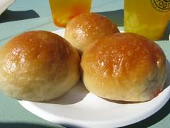 arancini(0.0), dessert(0.0), bread(1.0), cheese bun(1.0), baked goods(1.0), food(1.0), bread roll(1.0), dish(1.0), dampfnudel(1.0), anpan(1.0), pä…czki(1.0), cuisine(1.0), brioche(1.0),
