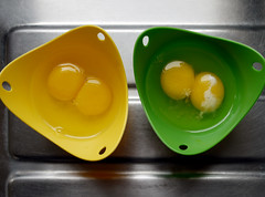 meal(0.0), breakfast(0.0), plant(0.0), yellow(1.0), produce(1.0), egg(1.0), food(1.0), egg(1.0), egg yolk(1.0),